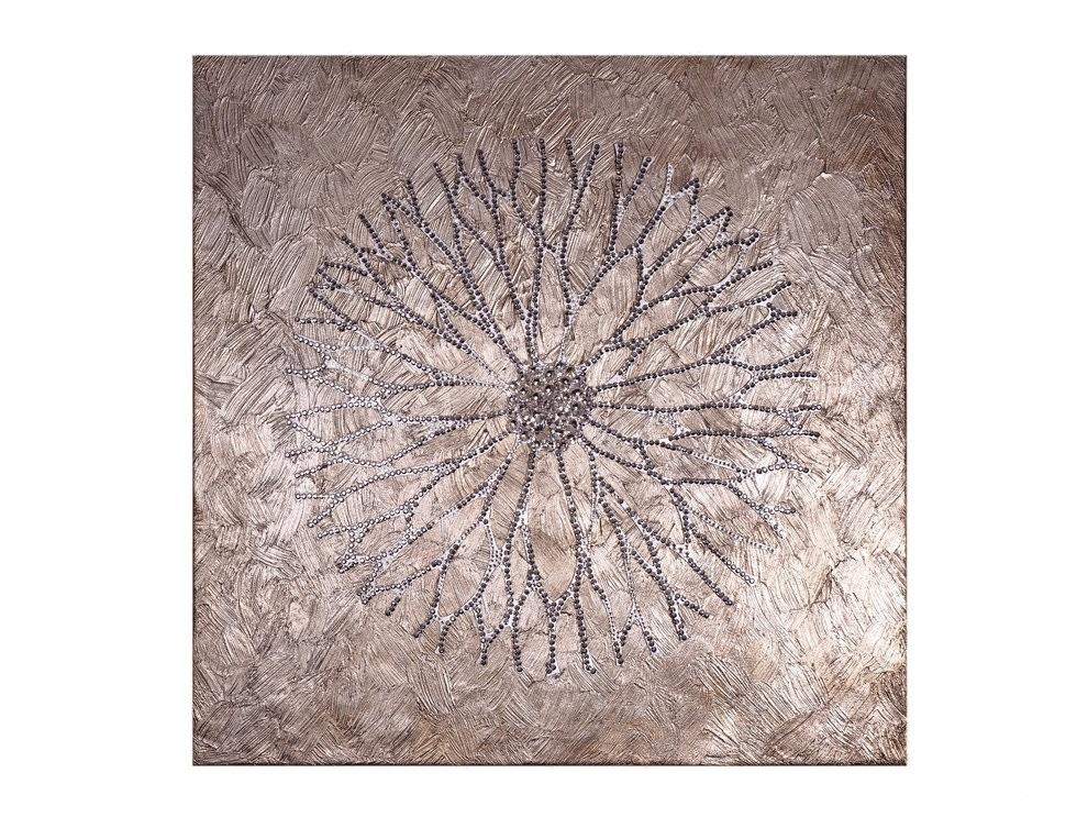 Панно ЦветокПанно<br>Изысканный шедевр включает в себя роскошную текстуру и цветок, выполненный с помощью резки, и покрытый тысячами переливающихся серебряных кристаллов Великолепно смотрится в абсолютно любом интерьере, наделяя его почти мистическим ореолом. Цветок, словно проступающий из лилового полумрака, переливается в глиттерах, символизирующих новорожденную утреннюю росу. &amp;lt;div&amp;gt;&amp;lt;br&amp;gt;&amp;lt;/div&amp;gt;&amp;lt;div&amp;gt;Материал:&amp;amp;nbsp;холст, галерейный подрамник, акриловая рельефная паста, глянцевые листы сусального серебра (поталь), дерево, стразы австрийского производства&amp;lt;/div&amp;gt;<br><br>Material: Холст<br>Ширина см: 80.0<br>Высота см: 80.0<br>Глубина см: 4.0