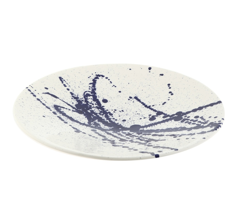 Предмет декора AbstractionДекоративные тарелки<br>Декоративная тарелка от португальской компании Farol, известной своими изделиями из керамики, - оригинальный предмет декора интерьера. Абстрактный принт глубокого синего цвета напоминает брызги чернил на бумаге. Тарелку можно использовать в качестве блюда, или как настенный декор.<br><br>Material: Керамика<br>Высота см: 7