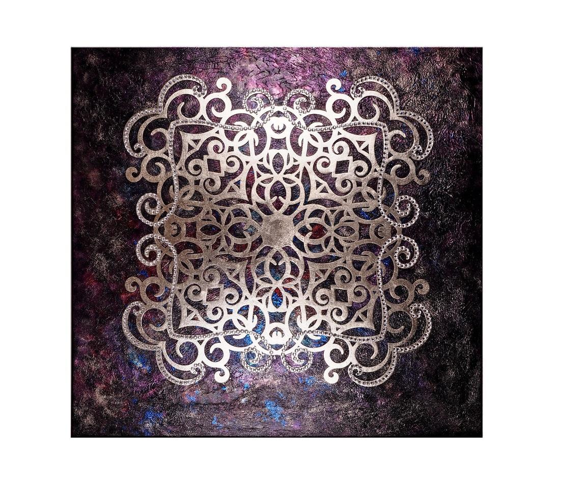 Панно Ключ сокровищницы МогадораПанно<br>Могадор – нынешнее название Эс-Сувейра – портовый городок Марокко, сказочное и чарующее место на земле. Говорят, таинственные джинны, чтобы уберечь богатства земли, когда-то сокрыли в его подземельях сокровища невиданной красоты. Лишь в кромешной ночи можно увидеть из золотой блеск, услышать тихий зов роскошных, украшенных вензелями драгоценных вещиц. Панно «Ключ сокровищницы Могадора» - последнее напоминание о сокровищнице древнего города.Материал: холст, галерейный подрамник, акриловая рельефная паста, глянцевые листы сусального золота (поталь), дерево, стразы австрийского производства, цветные лаки для золочения.<br><br>kit: None<br>gender: None