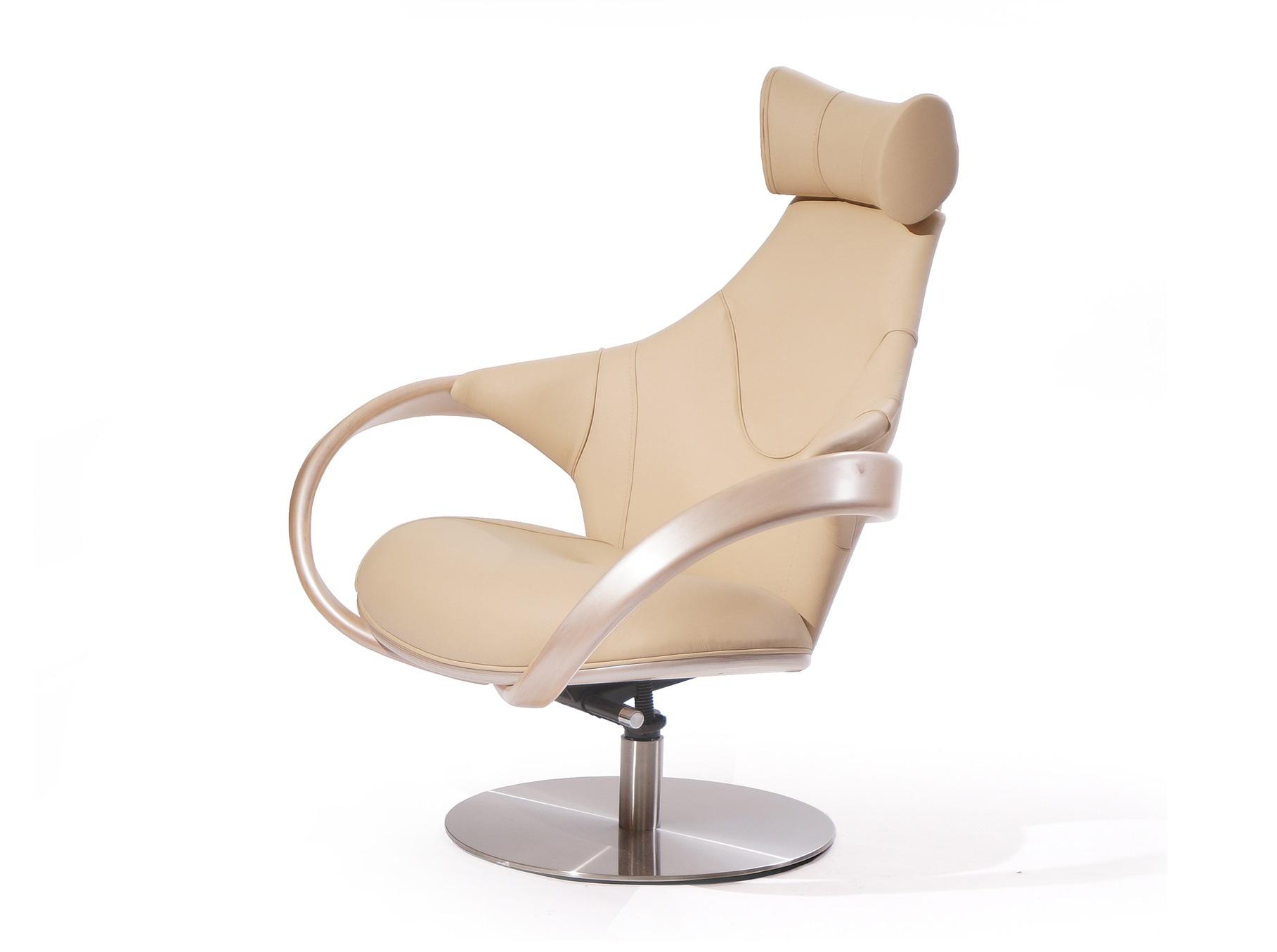 """Кресло """"Apriori S""""Интерьерные кресла<br>Дизайнерское кресло с изящными подлокотниками из натурального дерева.&amp;amp;nbsp;<br><br>Material: Текстиль<br>Ширина см: 85.0<br>Высота см: 110.0<br>Глубина см: 102.0"""