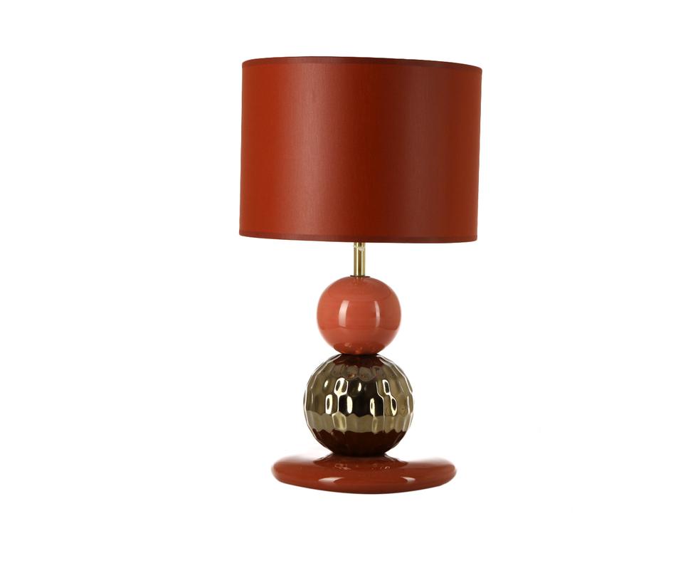 ЛампаДекоративные лампы<br>Настольная лампа от португальских дизайнеров - красивый и яркий предмет декора интерьера. Лампа декорирована разноцветными керамическими шарами и простым абажуром, но главное здесь - цвет. Насыщенные оттенки красного придадут интерьеру особую пикантность.&amp;lt;div&amp;gt;&amp;lt;br&amp;gt;&amp;lt;/div&amp;gt;&amp;lt;div&amp;gt;&amp;lt;div&amp;gt;Вид цоколя: E27&amp;lt;/div&amp;gt;&amp;lt;div&amp;gt;Мощность: 60W&amp;lt;/div&amp;gt;&amp;lt;div&amp;gt;Количество ламп: 1&amp;lt;/div&amp;gt;&amp;lt;/div&amp;gt;<br><br>Material: Керамика<br>Height см: 44<br>Diameter см: 26