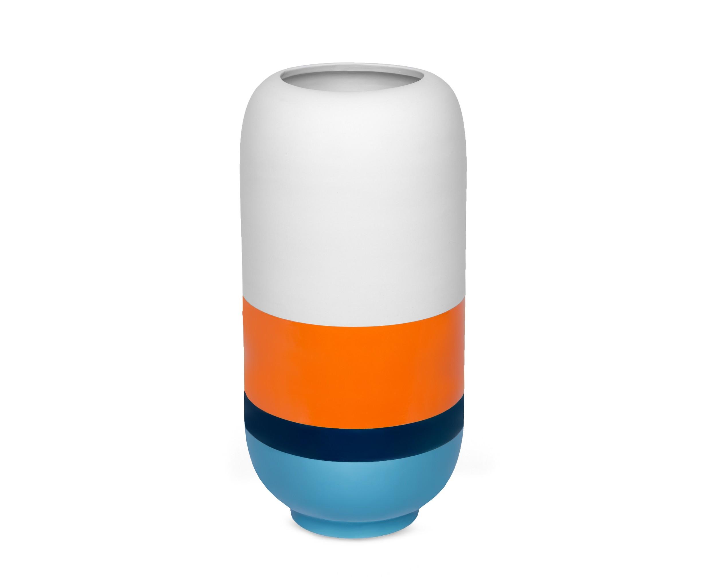 Ваза для цветовВазы<br>Новинка от Woodi Furniture — объемная ваза в стиле 50-х, яркая и запоминающаяся.<br><br>Material: Керамика<br>Ширина см: 20<br>Высота см: 40<br>Глубина см: 20