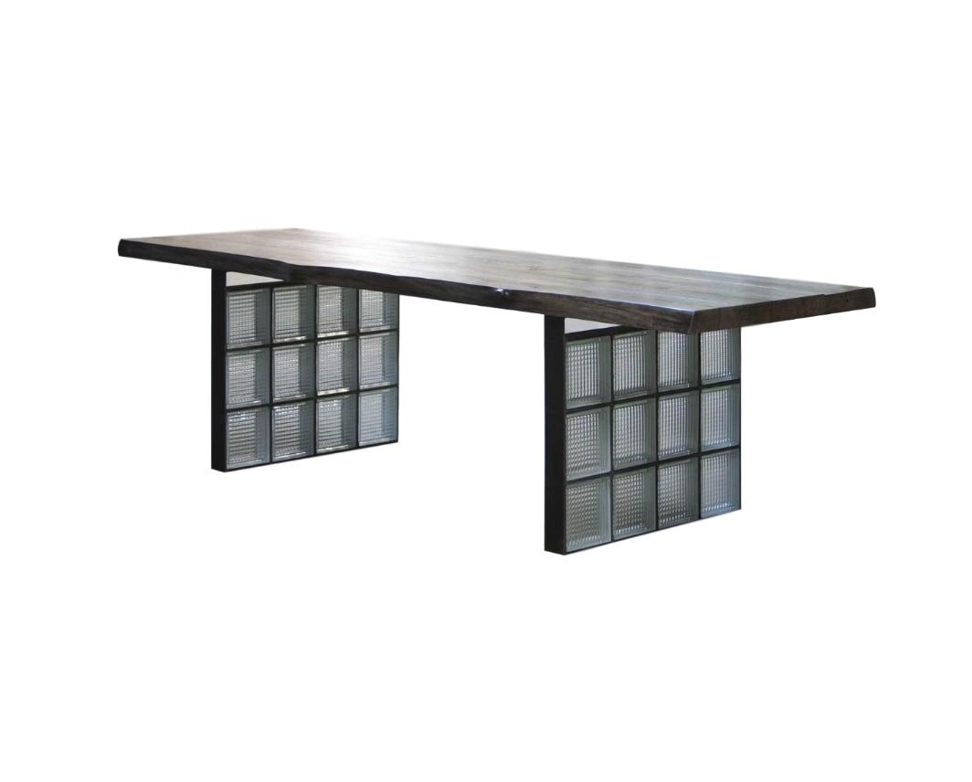 Стол MishaflatОбеденные столы<br>Материал: дубовый мебельный щит 8 см, сталь, стеклоблоки. На основание крепится мебельный войлок.&amp;lt;div&amp;gt;&amp;lt;br&amp;gt;&amp;lt;/div&amp;gt;&amp;lt;div&amp;gt;Возможно изготовление любых размеров, стоимость необходимо уточнять.&amp;lt;/div&amp;gt;&amp;lt;div&amp;gt;Ширина: 60-260 см, глубина: 60-120 см, высота: 35/45/55/75 см.&amp;lt;/div&amp;gt;<br><br>Material: Дуб<br>Ширина см: 260<br>Высота см: 75<br>Глубина см: 90