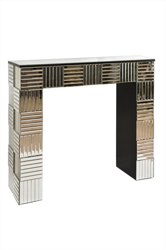 КонсольНеглубокие консоли<br>Благодаря оригинальной отделке перпендикулярными зеркальными панелями эта консоль может стать ярким акцентом интерьера. Смелая и стильная вещь дополнит современный интерьер в стиле ар-деко.<br><br>Material: МДФ<br>Length см: 107.5<br>Width см: 31.5<br>Depth см: None<br>Height см: 92.0<br>Diameter см: None