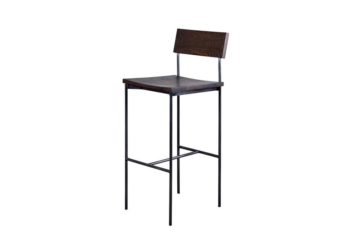 Стул барный Tube bar stoolБарные стулья<br>Изготовленный из благородной древесины дуба стул &amp;quot;Tube Bar Stool&amp;quot; отличается презентабельным видом. Совмещающий в себе простую геометрию конструкции и лаконичное оформление, он смотрится очень элегантно и стильно. Не имеющий в дизайне ничего лишнего, этот стул превосходно дополнит кухни и столовые, выполненные в модном сегодня стиле индастриал.<br><br>Material: Дуб<br>Ширина см: 38<br>Высота см: 105<br>Глубина см: 44