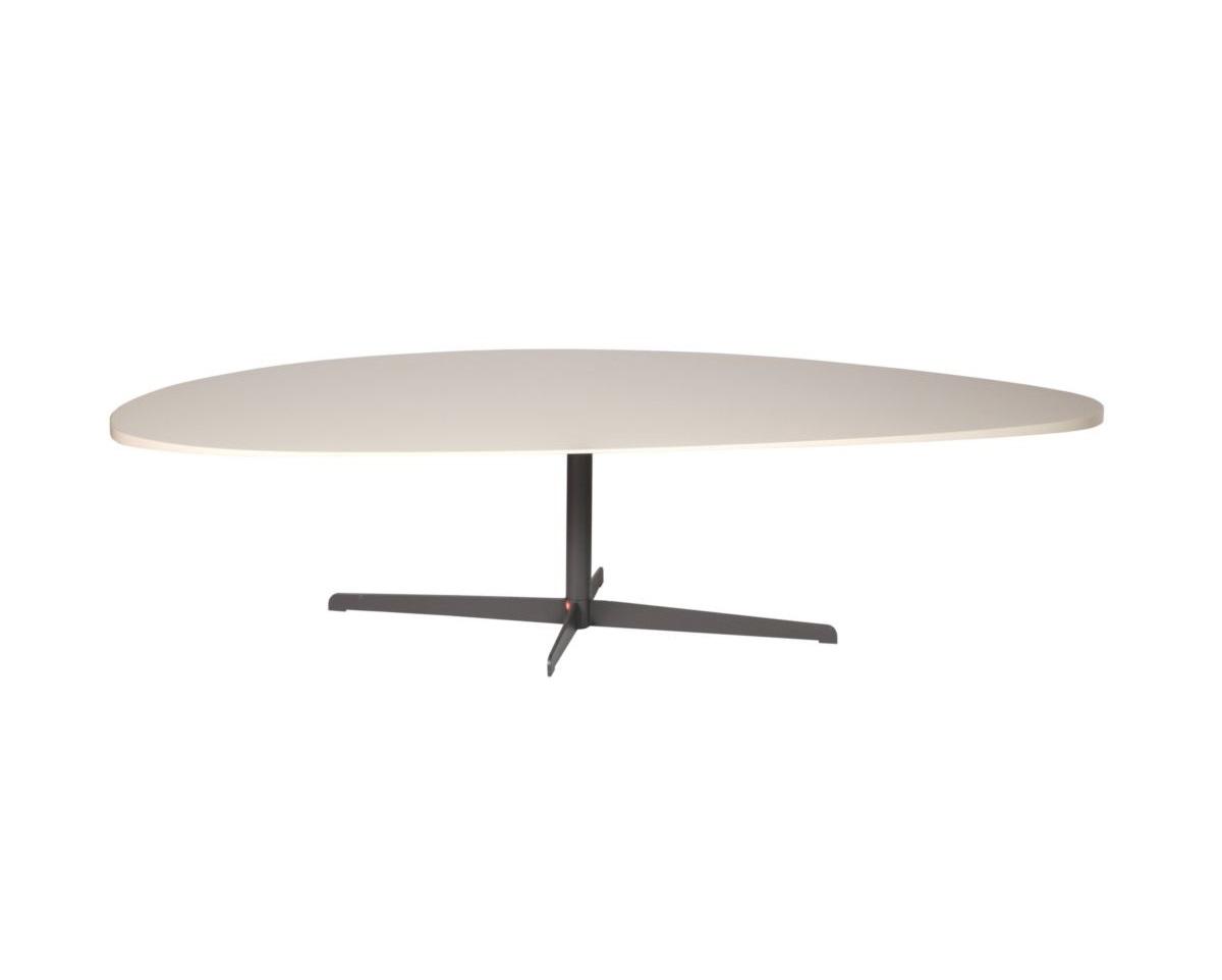 Журнальный столик Leaf VЖурнальные столики<br>Монохромный столик оформлен в виде тончайшего листа белого цвета. Плавные формы столешницы в сочетании с темной крестовидной ножкой добавят интерьеру легкости. «Leaf V» подойдет для эклектичных пространств, где есть возможность сочетать разные стили, фактуры и формы, формируя индивидуальный стиль.&amp;lt;div&amp;gt;&amp;lt;br&amp;gt;&amp;lt;/div&amp;gt;&amp;lt;div&amp;gt;Отделка: металл&amp;lt;/div&amp;gt;&amp;lt;div&amp;gt;Объем: 0,1 м3&amp;lt;/div&amp;gt;<br><br>Material: Металл<br>Ширина см: 160<br>Высота см: 40<br>Глубина см: 65
