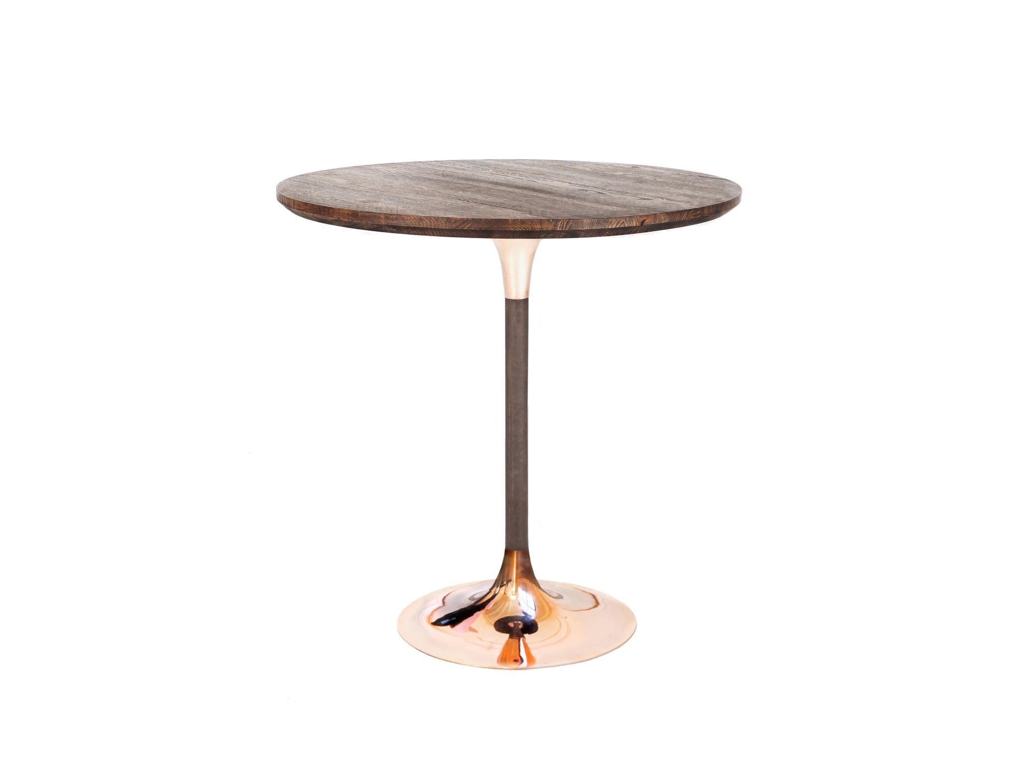 Стол круглый OneКофейные столики<br>&amp;lt;div&amp;gt;Хорошая сборка, бронза и массив дуба позволяют выдерживать этому небольшому столу значительные нагрузки.&amp;lt;br&amp;gt;&amp;lt;/div&amp;gt;&amp;lt;div&amp;gt;&amp;lt;span style=&amp;quot;font-size: 14px;&amp;quot;&amp;gt;Колокола подстолья отлиты из настоящей оловянистой бронзы и отполированы вручную до зеркального блеска. Труба покрыта матовым акриловым лаком. Столешница покрыта современным износостойким итальянским лаком на акриловой основе.&amp;lt;/span&amp;gt;&amp;lt;/div&amp;gt;&amp;lt;div&amp;gt;&amp;lt;span style=&amp;quot;font-size: 14px;&amp;quot;&amp;gt;&amp;lt;br&amp;gt;&amp;lt;/span&amp;gt;&amp;lt;/div&amp;gt;&amp;lt;div&amp;gt;&amp;lt;span style=&amp;quot;font-size: 14px;&amp;quot;&amp;gt;Настоящая бронза имеет свойство стариться. Мы можем нанести специальный защитный слой, который предотвратит ее старение и защитит от царапин. Покрытие также обладает антистатическими свойствами, не собирает пыль. При желании, вы можете оставить металл без покрытия, в этом случае со временем бронза будет покрываться естественной патиной, что придаст изделию антикварный вид. Также возможно запатинировать бронзу в черный цвет.&amp;amp;nbsp;&amp;lt;/span&amp;gt;&amp;lt;/div&amp;gt;&amp;lt;div&amp;gt;&amp;lt;span style=&amp;quot;font-size: 14px;&amp;quot;&amp;gt;&amp;lt;br&amp;gt;&amp;lt;/span&amp;gt;&amp;lt;/div&amp;gt;&amp;lt;div&amp;gt;&amp;lt;span style=&amp;quot;font-size: 14px;&amp;quot;&amp;gt;Обратите внимание, что артикул, описание которого вы сейчас читаете - не покрыт защитой и будет покрываться патиной.&amp;amp;nbsp; Стол с защитным покрытием бронзы идет отдельным артикулом. Подстолье данной модели отлито и изготовлено вручную, поэтому на полированной части возможно присутствие артефактов литья - маленьких пор, диаметром не более 3мм, их минимальное количество, они случайным образом расположены на лицевой части, не влияют на внешний вид и уникальны у каждого изделия.&amp;lt;/span&amp;gt;&amp;lt;/div&amp;g