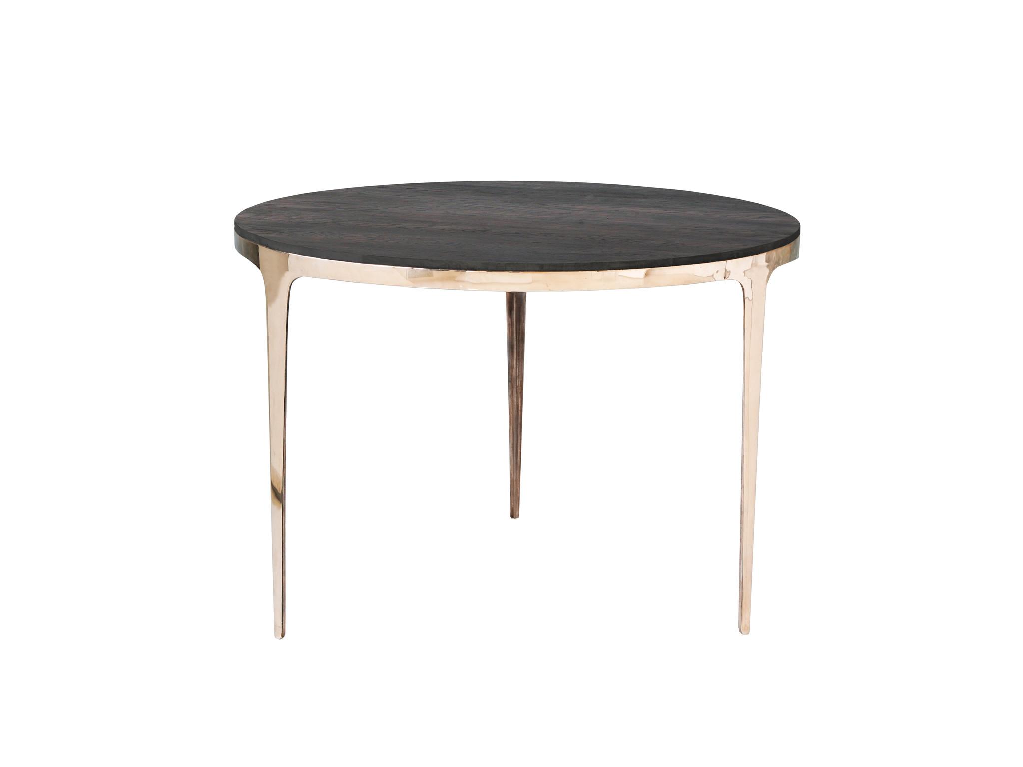 Стол круглый Ring Table без покрытияОбеденные столы<br>&amp;lt;div&amp;gt;&amp;lt;div&amp;gt;&amp;lt;span style=&amp;quot;font-size: 14px;&amp;quot;&amp;gt;Элегантный обеденный стол из литой полированной бронзы. Подстолье отлито из настоящей оловянистой бронзы и отполировано до зеркального блеска. Столешница изготовлена из четырехмиллиметрового массива дуба на подложке из импортной фанеры. Периметр также отделан массивом дуба. Стол доступен в различных вариациях. Он может быть выполнен с подстольем на трех и на четырех ножках. Стол на трех ножках будет устойчив даже на самых неровных поверхностях.&amp;amp;nbsp;&amp;lt;/span&amp;gt;&amp;lt;/div&amp;gt;&amp;lt;div&amp;gt;&amp;lt;span style=&amp;quot;font-size: 14px;&amp;quot;&amp;gt;&amp;lt;br&amp;gt;&amp;lt;/span&amp;gt;&amp;lt;/div&amp;gt;&amp;lt;div&amp;gt;&amp;lt;span style=&amp;quot;font-size: 14px;&amp;quot;&amp;gt;Настоящая бронза имеет свойство стариться. Мы можем нанести специальный защитный слой, который предотвратит ее старение и защитит от царапин. Покрытие также обладает антистатическими свойствами, не собирает пыль. При желании, вы можете оставить металл без покрытия, в этом случае со временем бронза будет покрываться естественной патиной, что придаст изделию антикварный вид. Также возможно запатинировать бронзу в черный цвет.&amp;amp;nbsp;&amp;lt;/span&amp;gt;&amp;lt;/div&amp;gt;&amp;lt;div&amp;gt;&amp;lt;span style=&amp;quot;font-size: 14px;&amp;quot;&amp;gt;&amp;lt;br&amp;gt;&amp;lt;/span&amp;gt;&amp;lt;/div&amp;gt;&amp;lt;div&amp;gt;&amp;lt;span style=&amp;quot;font-size: 14px;&amp;quot;&amp;gt;Обратите внимание, что артикул, описание которого вы сейчас читаете - на трех ножках, не покрыт защитой и будет покрываться патиной. Столы с защищенной бронзой и/или на четырех ножках идут отдельными артикулами. Подстолье данной модели отлито и изготовлено вручную, поэтому на полированной части возможно присутствие артефактов литья - маленьких пор, диаметром не более 2мм, их минимальное количество, они случайн