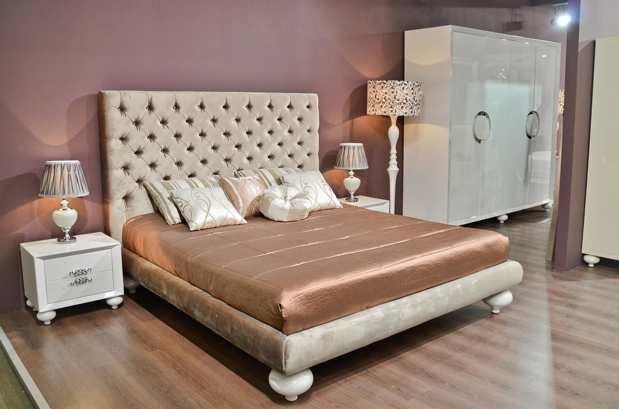 Кровать с решеткой PalermoКровати с мягким изголовьем<br>Двуспальная кровать выполнена в стиле современного ар деко.&amp;amp;nbsp;&amp;lt;div&amp;gt;Высокое изголовье украшает мелкая стежка-капитоне.&amp;lt;/div&amp;gt;&amp;lt;div&amp;gt;&amp;lt;br&amp;gt;&amp;lt;/div&amp;gt;&amp;lt;div&amp;gt;Размер спального места: 200*220.&amp;lt;br&amp;gt;&amp;lt;/div&amp;gt;<br><br>Material: Текстиль<br>Ширина см: 221<br>Высота см: 150<br>Глубина см: 240
