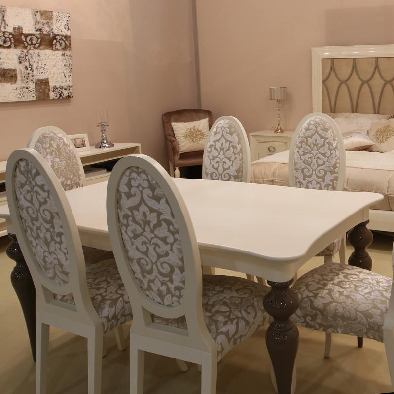 Обеденный стол раздвижной Galiano PasionОбеденные столы<br>Обеденный стол выполнен в стиле Ар деко.&amp;nbsp;Оригинальность модели придают фигурные ножки и столешница.Стол раздвижной: мин.ширина 160 см. - макс.ширина 220 см.<br><br>kit: None<br>gender: None