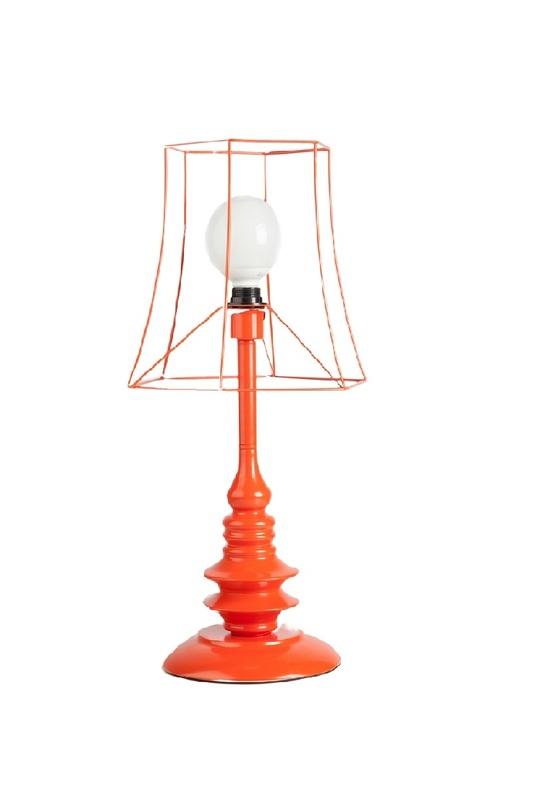 Настольная ZelleДекоративные лампы<br>Настольная лампа Zelle – изысканный свет для вашего дома. Ее уникальность и неповторимость заключается в плафоне; богатая фантазия и умение изготовителя создавать красивые и необычные вещи подарили вам возможность украсить свой дом и добавить в него уюта и роскоши. Смелый красный цвет лампы привнесет яркости в помещение и наполнит его изысканностью. Каркас предмета декора изготовлен из нержавеющей стали, что гарантирует прочность изделия.<br><br>Material: Металл<br>Height см: 64<br>Diameter см: 35