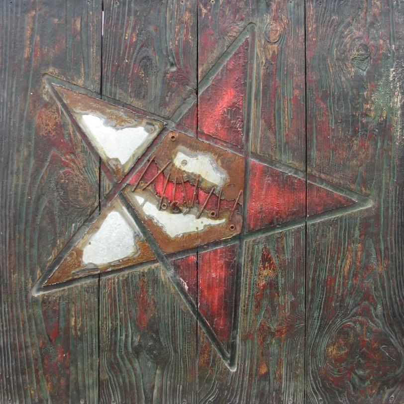 КартинаКартины<br>Картина на холсте для интерьеров в стиле лофт или кантри. Изображение звезды с цветовой борьбой красного и белого дополнено металлическими деталями, создающими особую атмосферу таинственности.<br><br>Material: Холст<br>Length см: None<br>Width см: 80<br>Height см: 80