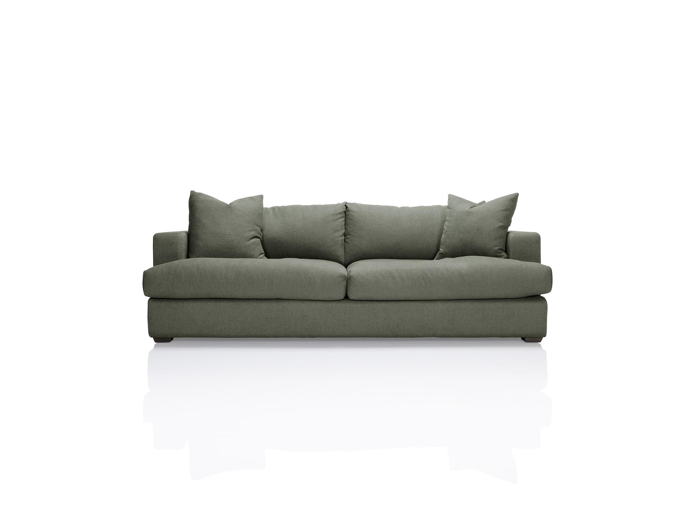 Диван ColtonТрехместные диваны<br>Комфортный, современный, с глубокой посадкой диван Colton идеально впишется в городскую квартиру средних размеров для ежедневного отдыха.Возможно изготовление в других тканях и цветах (подробности уточняйте у менеджера).<br><br>kit: None<br>gender: None