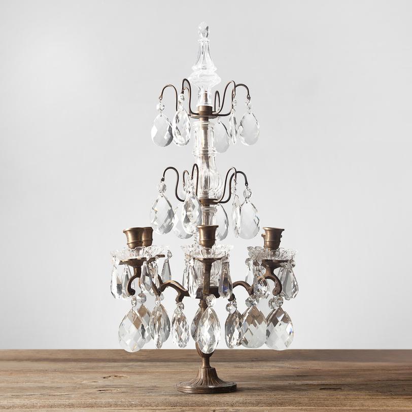 КанделябрПодсвечники<br>Роскошный канделябр с шестью свечами. Металлический каркас бронзового цвета украшают стеклянные подвески в духе шикарных интерьеров французских дворцов.<br><br>Material: Металл<br>Height см: 60<br>Diameter см: 30