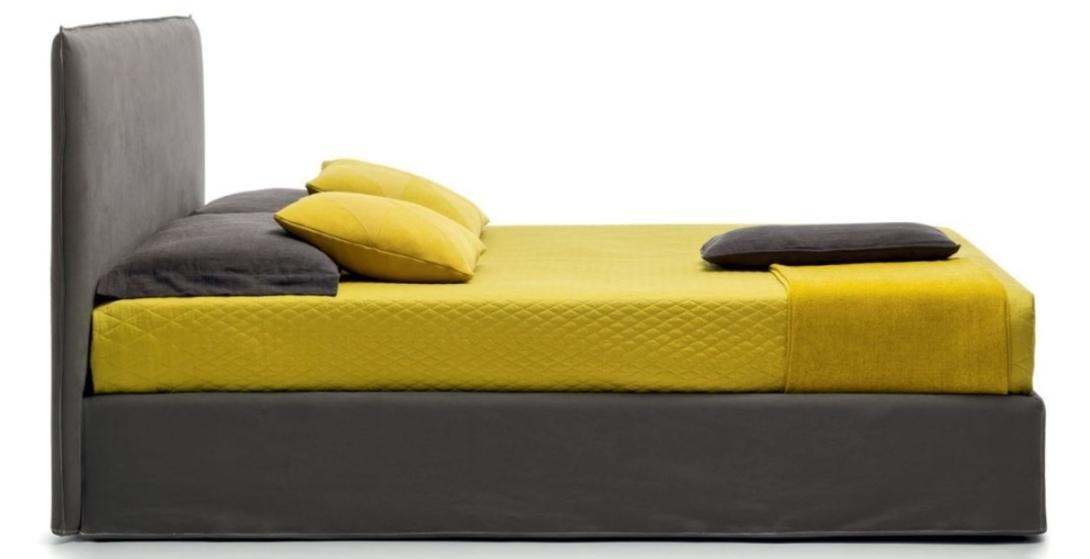 КроватьКровати с мягким изголовьем<br>Особую радость эта кровать доставит приверженцам стиля «лофт». Прямое и довольно плоское мягкое изголовье, абсолютно ничем не декорированное, смотрится очень стильно, особенно в обивке цвета графита. К этой широкой уютной кровати «полагаются» подушечки разной формы и размера, две из которых контрастного жёлтого оттенка. Вот такой «луч света» – и кровать стала ещё выразительнее.&amp;lt;div&amp;gt;&amp;lt;br&amp;gt;&amp;lt;/div&amp;gt;&amp;lt;div&amp;gt;Размер спального места: 180х200 см.&amp;lt;br&amp;gt;&amp;lt;/div&amp;gt;<br><br>Material: Текстиль<br>Length см: None<br>Width см: 201<br>Depth см: 213<br>Height см: 105