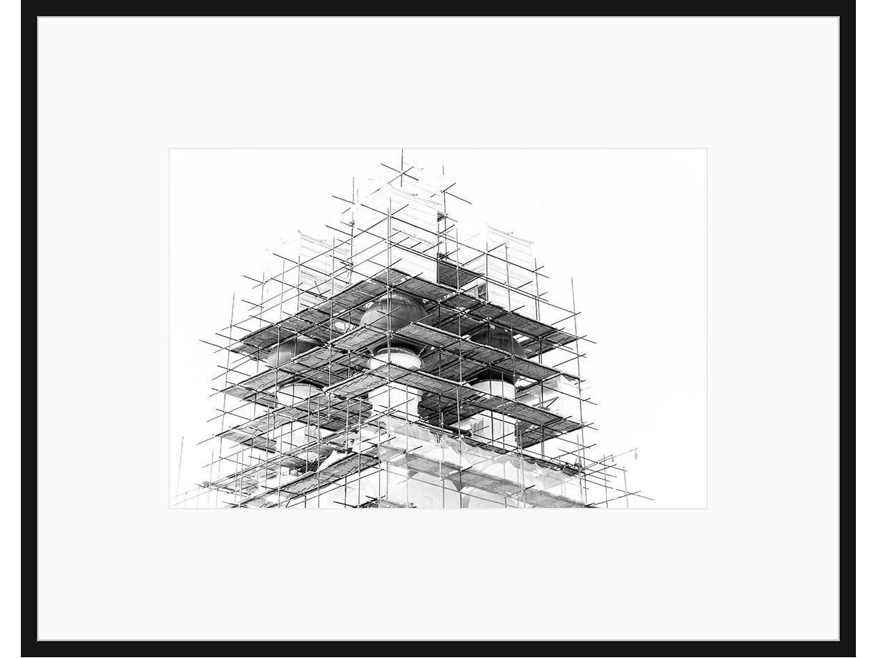 Авторская арт-фотография Бег по вертикалиПостеры<br>Все слышали фразу про «застывшую музыку». Для меня же архитектура - скорее, поэзия. Иногда это белый стих, иногда рифмы, неважно. Красивую архитектуру всегда приятно «читать», гуляя по улицам. К счастью, всегда можно сфотографировать понравившийся «отрывок» или повесить на стену «цитату» в авторском прочтении.<br>Авторская фотография для интерьера, оформленная с галерейным качеством, в раме, с <br>паспарту, под стеклом. <br><br>Срок поставки — 3-5 рабочих дней с момента оформления заказа.<br><br><br>kit: None<br>gender: None