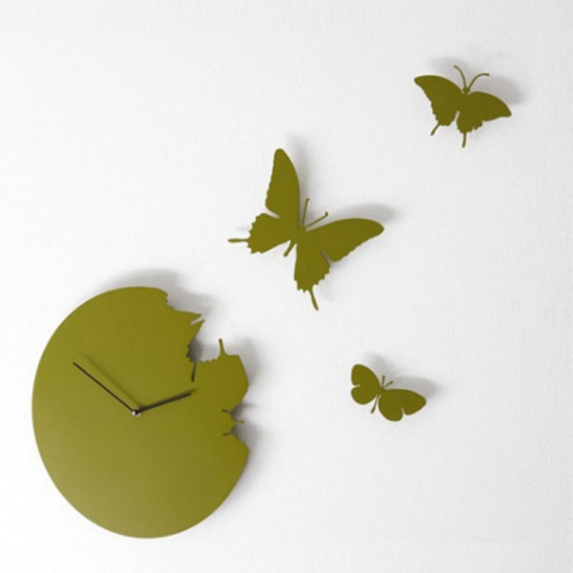 Настенные часы ButterflyНастенные часы<br>Оригинальные настенные часы от итальянской компании Diamantini&amp;amp;Domeniconi с тремя улетающими бабочками, несомненно, выглядят очень романтично. Такие часы приглушенного зеленого цвета подойдут для декора современного интерьера, например, гостиной, кухни или детской.<br><br>Material: Металл<br>Depth см: 2<br>Diameter см: 40