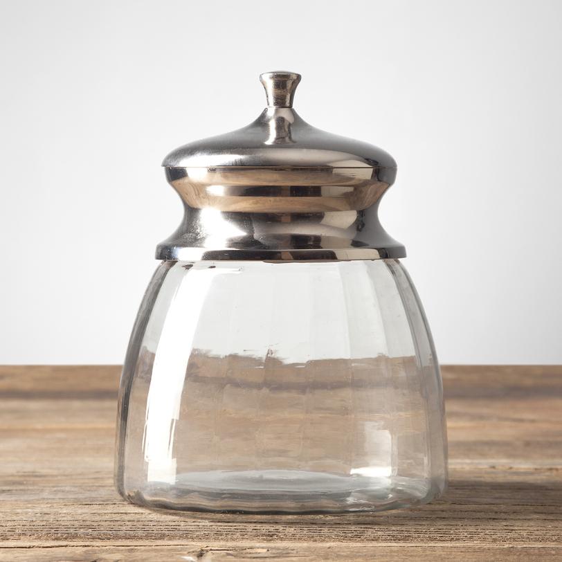 Стеклянная банка с крышкойЕмкости для хранения<br>Эта изящная стеклянная баночка – универсальный предмет: она может быть сахарницей, бомбоньеркой, емкостью для специй и даже вазочкой. Главное – мыслить нестандартно!<br><br>Material: Стекло<br>Height см: 14<br>Diameter см: 15.5