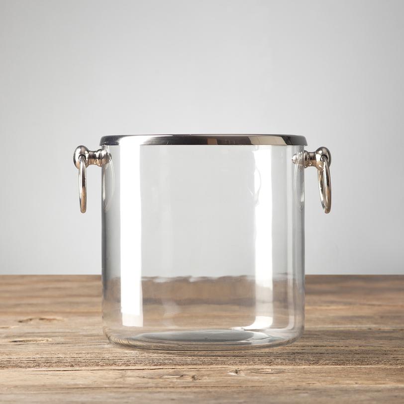 ВедроЕмкости для хранения<br>У этого предмета масса возможностей: оно может служить ведерком для шампанского, емкостью для льда, подсвечником для небольшой свечи и даже вазочкой для сухих лепестков – все зависит лишь от вашей фантазии.<br><br>Material: Стекло<br>Height см: 18.0<br>Diameter см: 18.0