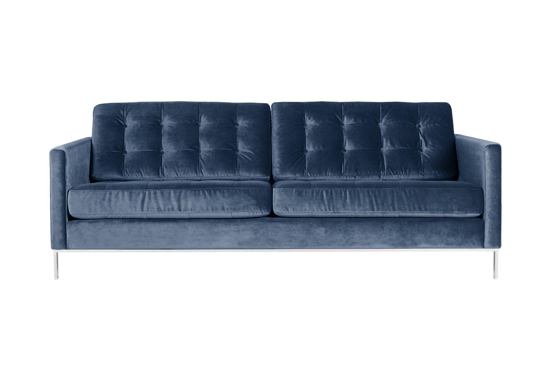 Диван KalleТрехместные диваны<br>KALLE – это модель, которая выделяется среди других благодаря своему индивидуальному дизайну. Стеганные элементы придают данной модели особенный вид.<br><br>kit: None<br>gender: None