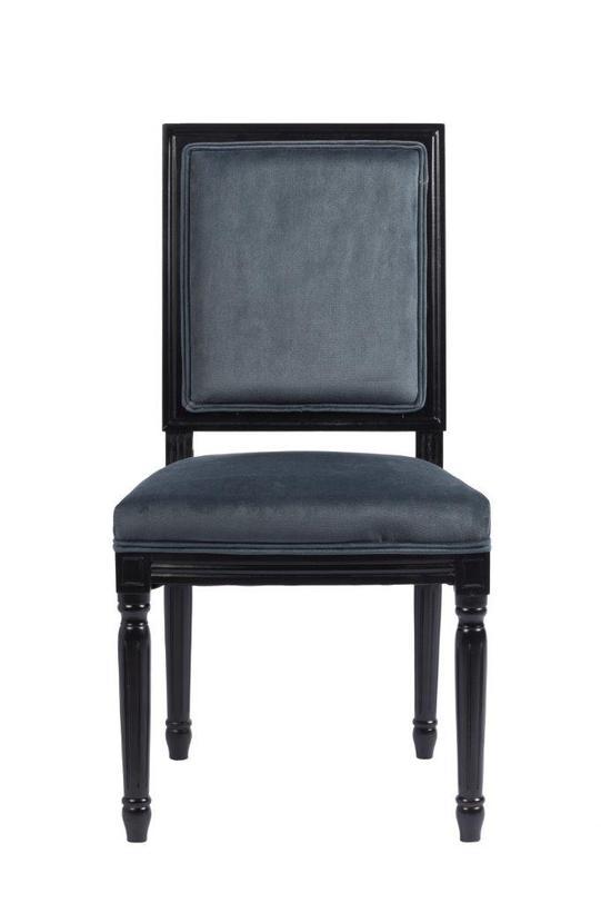 Стул Overture GreyОбеденные стулья<br>Очень графичный стул -- и благодаря своей отчетливой форме, и благодаря глубокому серому цвету обивки. Лакированный черный каркас лаконичен и, не смотря на классический декор, смотрится монолитным. Благородный предмет.<br><br>Material: Текстиль<br>Length см: 50<br>Width см: 55<br>Height см: 96