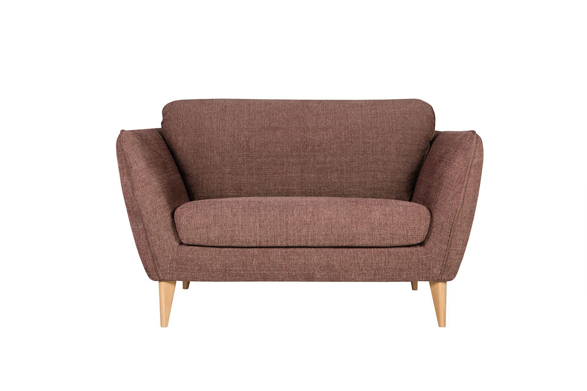 Кресло StellaИнтерьерные кресла<br>Простеганые подлокотники этого дивана создают уникальный стиль. А их наклон подчеркивает это еще больше. STELLA прекрасно подходит как к современной обстановке, так и к традиционному интерьеру.