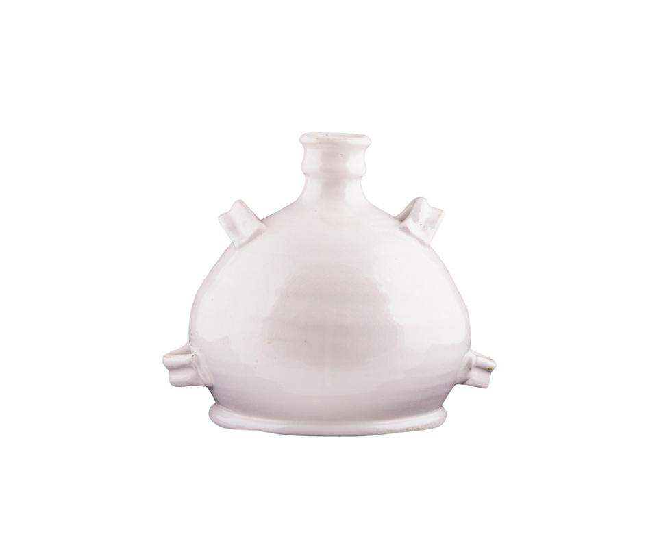ВазаВазы<br>небольшая керамическая ваза, покрытая глянцевой белой глазурью. Узкое горлышко дополнено небольшими ручками. Эти маленькие выступы на округлой поверхности вазы придают ей совершенно космический вид.<br><br>Material: Керамика<br>Length см: 23.0<br>Width см: 17.0<br>Height см: 32.0