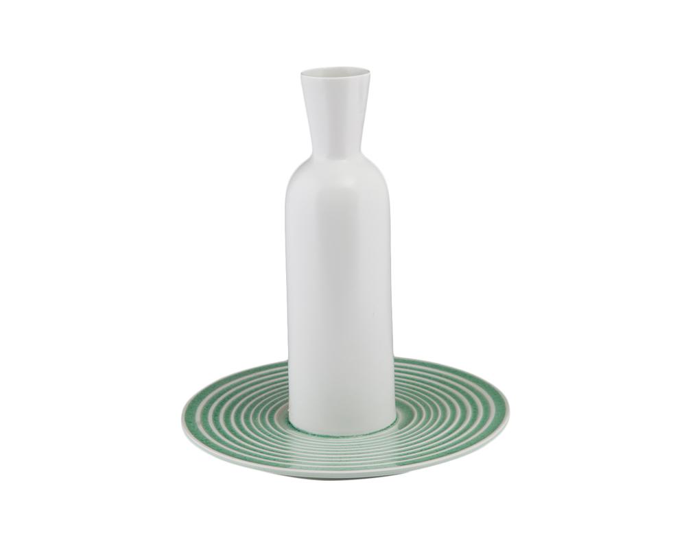 ВазаВазы<br>Ваза, состоящая из подставки-блюдца и собственно сосуда -- вытянутого, с расширяющимся к верху горлышком. Сочетание приглушенного зеленого и неяркого белого цветов.<br><br>Material: Керамика<br>Length см: 33.0<br>Width см: 33.0<br>Height см: 38.0