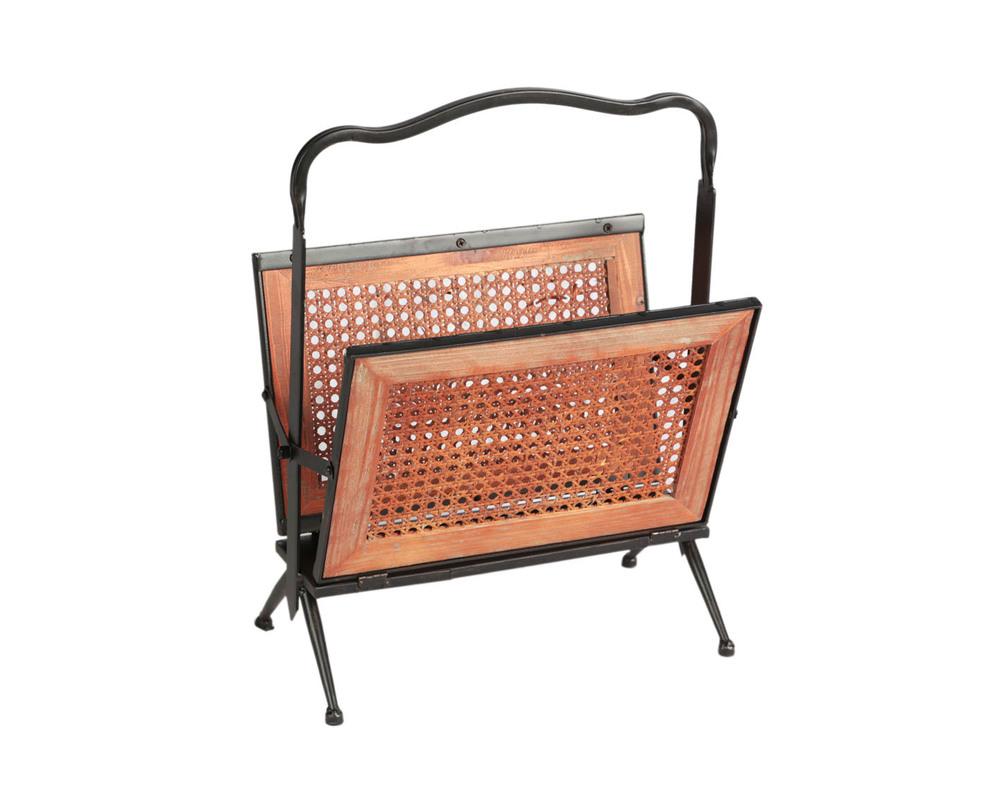 ГазетницаПодставки<br>Металлическая газетница с плетением из ротанга в деревянной рамке будет прекрасно смотреться вблизи камина или рядом с любимым креслом. Нарочито открытые детали ручной сборки намекают на уникальности предмета.<br><br>Цвет: мультиколор<br><br>Material: Металл<br>Length см: 36