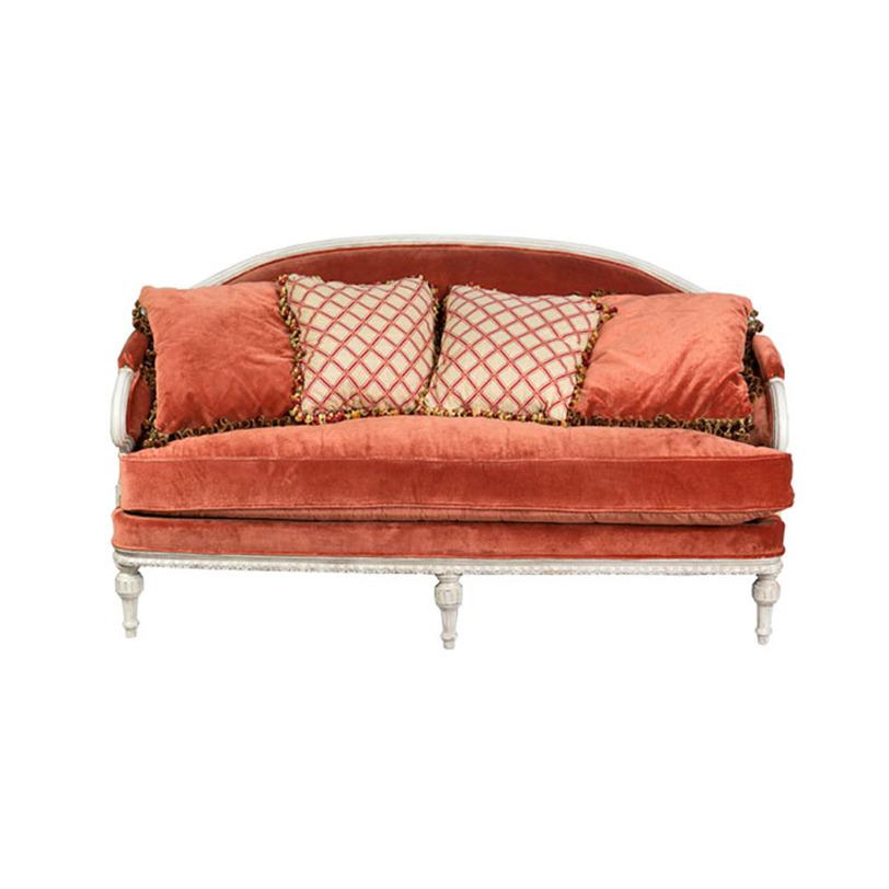 Диван OrangeДвухместные диваны<br>Диван из резного дерева с велюровой обивкой необычного терракотового цвета перенесет вас во Францию эпохи Людовика XIV. Такой яркий предмет интерьера заслуживает одно из самых оживленных мест в доме. Его размеры позволяют с удобством разместить двух-трех гостей.<br><br>Цвет: терракотовый<br><br>Material: Велюр<br>Length см: 192<br>Width см: 90<br>Height см: 103
