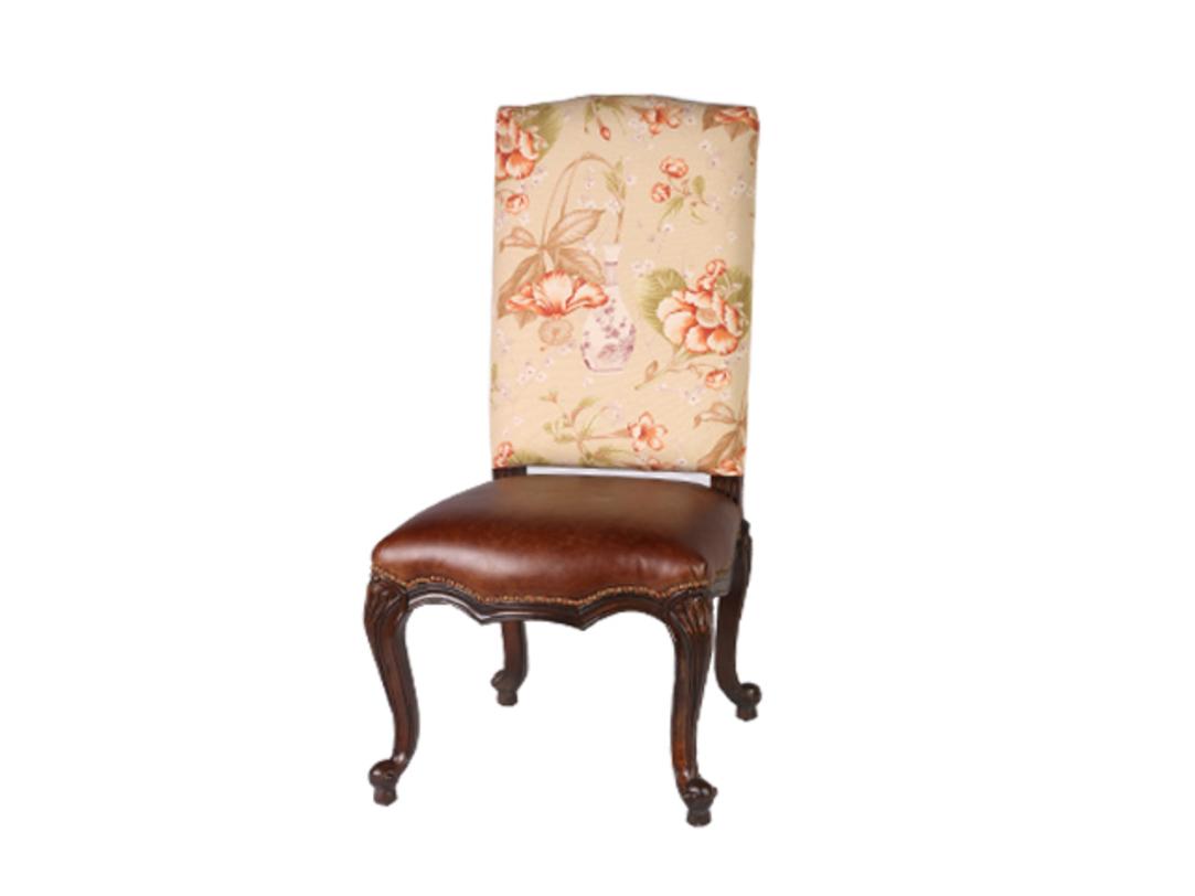 Стул МаргериттОбеденные стулья<br>Стул в стиле ампир с резными деревянными ножками и мягким пуфом из высококачественной кожи подойдет как для загородных домов, так и для жителей мегаполиса. Цветочный рисунок на тканевой спинке создаст отличную обеденную группу.<br><br>Material: Кожа<br>Length см: 50.0<br>Width см: 53.0<br>Depth см: None<br>Height см: 118.0<br>Diameter см: None