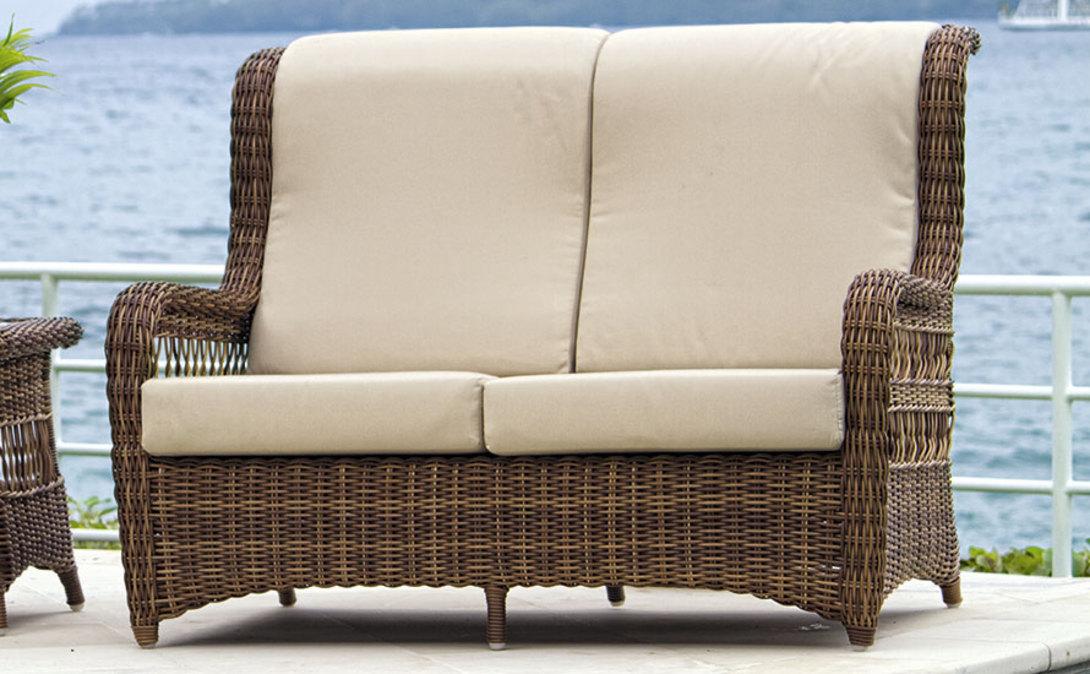 Диван EBONYДиваны и оттоманки для улицы<br>Двухместный диванчик с высокой спинкой с удобным изгибом под голову. Классические &amp;quot;уши&amp;quot; и слегка растопыренные ножки делают предмет живым и уютным.<br>Диван с подушками.&amp;amp;nbsp;<br><br>Material: Ротанг<br>Length см: 140.0<br>Width см: 98.0<br>Depth см: None<br>Height см: 103.0<br>Diameter см: None