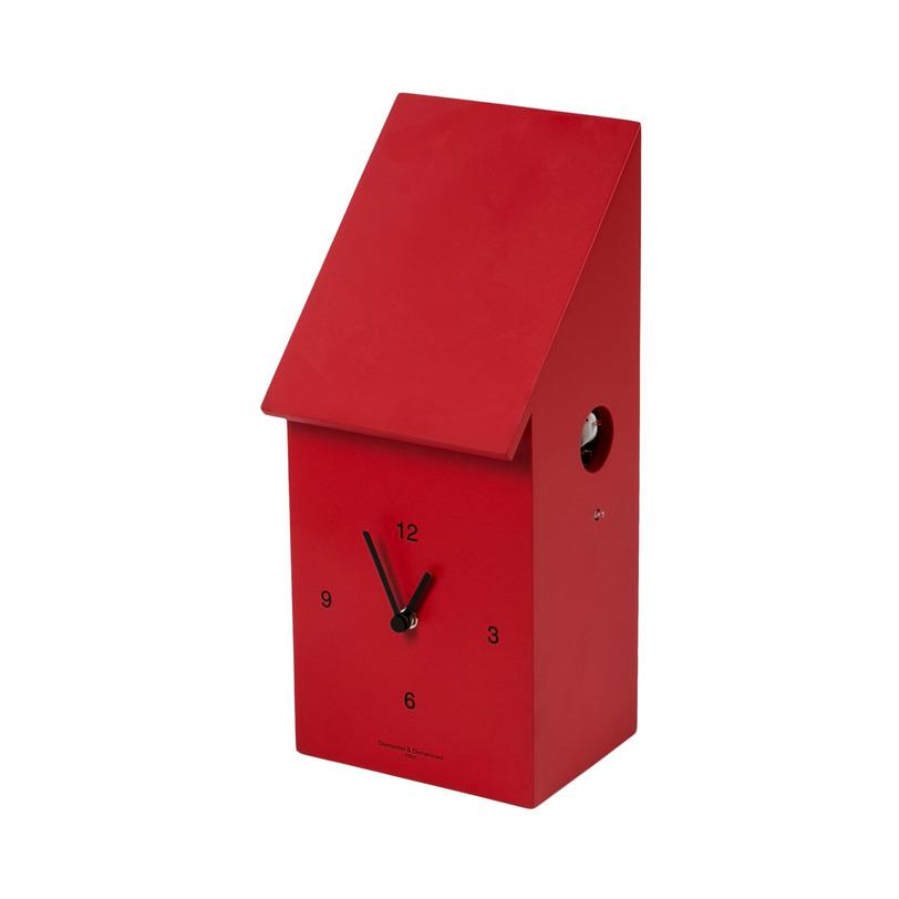 Часы Half Time RedНастенные часы<br>Часы с кукушкой лаконичной формы сделаны из дерева, покрытого лаком сочного красного цвета. Черные стрелки и циферблат на переднем фасаде, а небольшая белая птичка вылетает со своим &amp;quot;ку-ку!&amp;quot; сбоку из маленького аккуратного круглого отверстия.<br><br>Material: Дерево<br>Ширина см: 18<br>Высота см: 35<br>Глубина см: 14