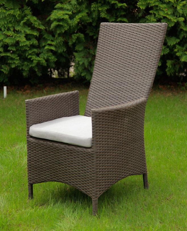 Кресло LavrasКресла для сада<br>Сплетенный из искусственного ротанга раскладной стул. Удобная пологая спинка позволяет откинуться и расслабиться -- неожиданное сочетание столового стула и шезлонга. Сиденье дополнено мягко подушкой светлого натурального цвета.<br><br>Material: Ротанг
