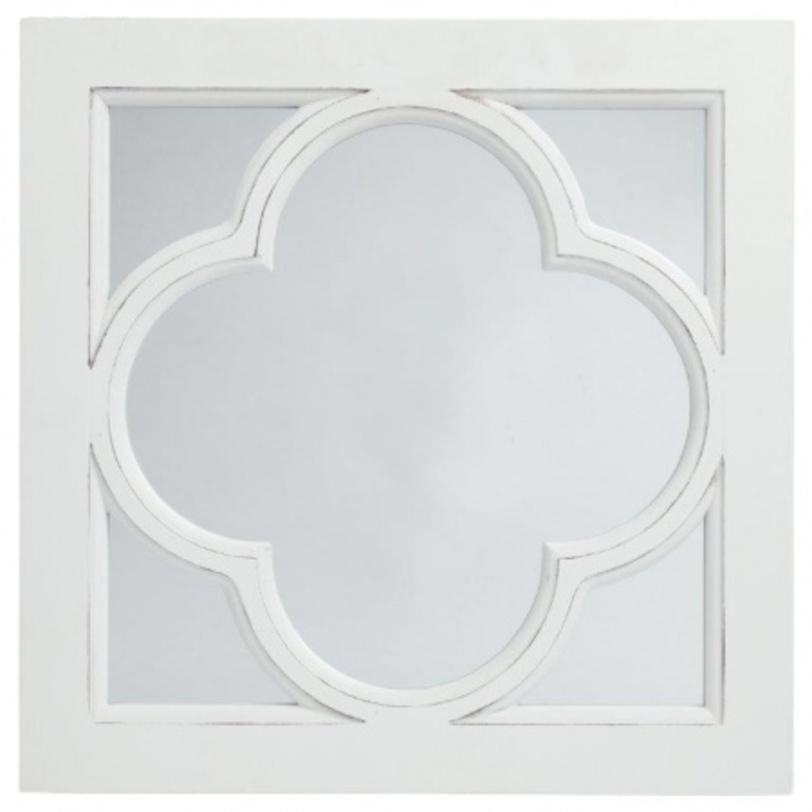 Зеркало CloverНастенные зеркала<br>Зеркало в раме Clover – очаровательное и милое украшение стен комнаты, оформленной в стиле «прованс». Превосходная рама, напоминающая по форме листок клевера с полей юга Франции, подчеркнет изящный интерьер вашего дома и привнесет в него сельское очарование и некую самобытность. Предмет декора изготовлен из безопасного и качественного материала и имеет нейтральный белый цвет.<br><br>Material: МДФ<br>Length см: 40<br>Width см: 40