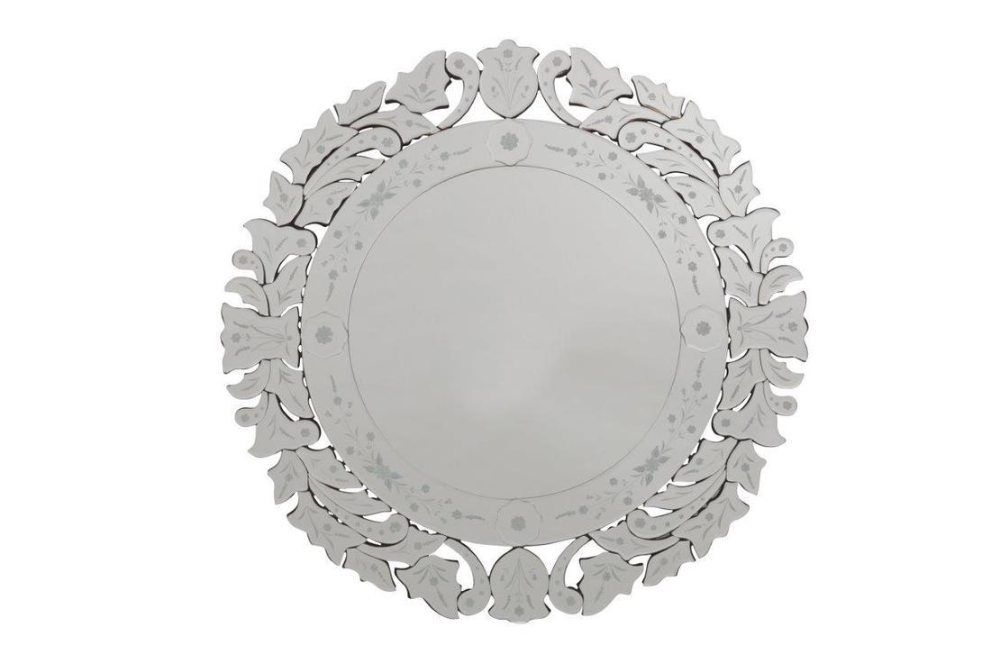 Зеркало VenditaНастенные зеркала<br>Зеркало &amp;quot;Vendita&amp;quot; из модной коллекции Mirror Tale поможет оживить комнату, добавить ей уюта и комфорта. Очаровательное зеркальное обрамление с неброским рисунком придает предмету декора некий лоск и роскошный вид. Такое зеркало поможет визуально расширить пространство как в уютной маленькой спальне, так и в шикарных апартаментах.<br><br>Material: Стекло<br>Length см: 80.0<br>Width см: 80.0
