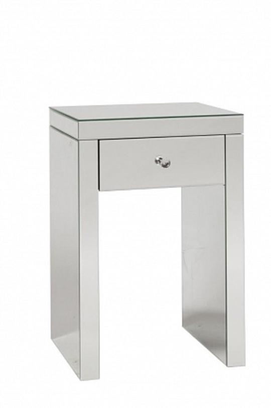 Стол BrancheПриставные столики<br>Небольшой столик геометричной формы в стиле хай-тек подойдет, например, для прихожей комнаты. Ящик, украшенный хрустальной ручкой, сохранит ваши ключи и секреты.<br><br>Material: Дерево<br>Length см: 45<br>Width см: 40<br>Height см: 66