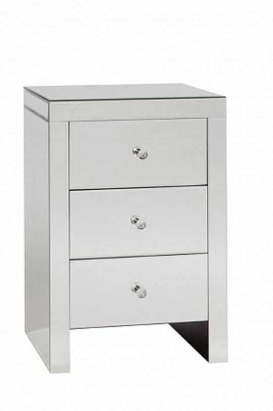 Тумба BrancheПрикроватные тумбы<br>Тумба &amp;quot;Branche&amp;quot; – один из самых популярных предметов мебели благодаря своей многофункциональности. Она украсит комнату любого размера: большую сделает уютнее и изысканнее, маленькую – визуально шире и оригинальнее. Составит отличную пару с прикроватным столиком той же серии.<br><br>Material: МДФ<br>Length см: 45.0<br>Width см: 40.0<br>Depth см: None<br>Height см: 66.0<br>Diameter см: None