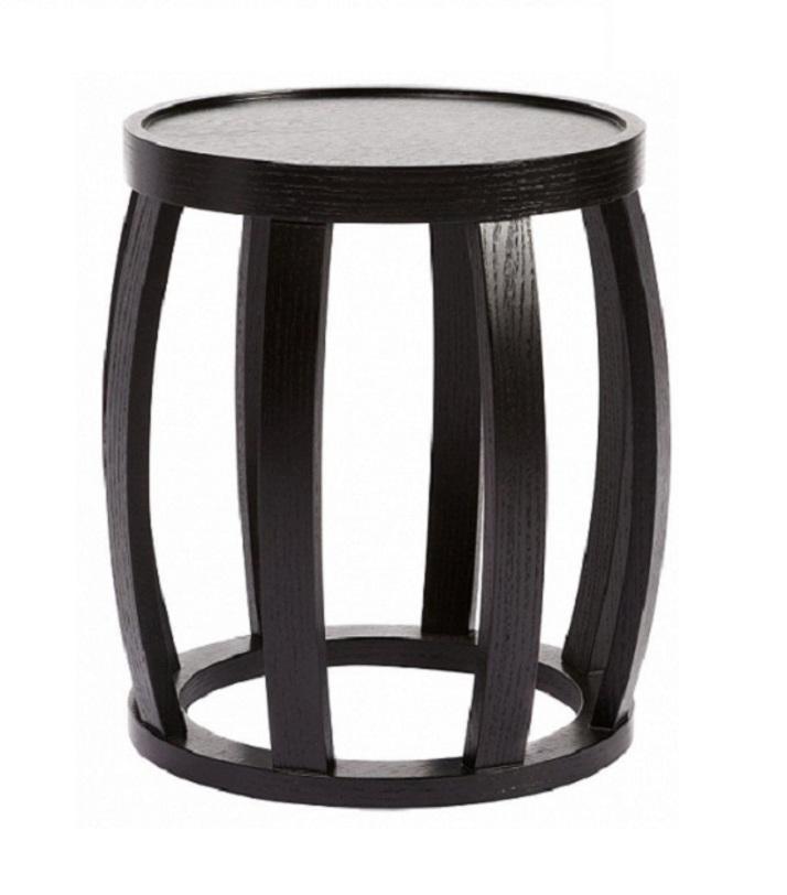 Кофейный стол HamptonКофейные столики<br>Маленький овальный кофейный столик черного цвета своей необычной формой слегка напоминает бочонок. Сочетание простых форм и вертикальных линий, современных элементов со старинными мотивами – все это признаки стиля арт деко. Это настоящий шик вкупе с отличным вкусом. Home Boutique – первая линия мебели DG HOME, которую характеризуют высокое качество, функциональность и выразительный дизайн. Большой выбор тканей и дерева, всевозможные размеры диванов, кресел и других предметов мебели позволят создать Ваш неповторимый интерьер.<br><br>Цвет: антрацит<br><br>Material: Дерево<br>Height см: 42.0<br>Diameter см: 40.0