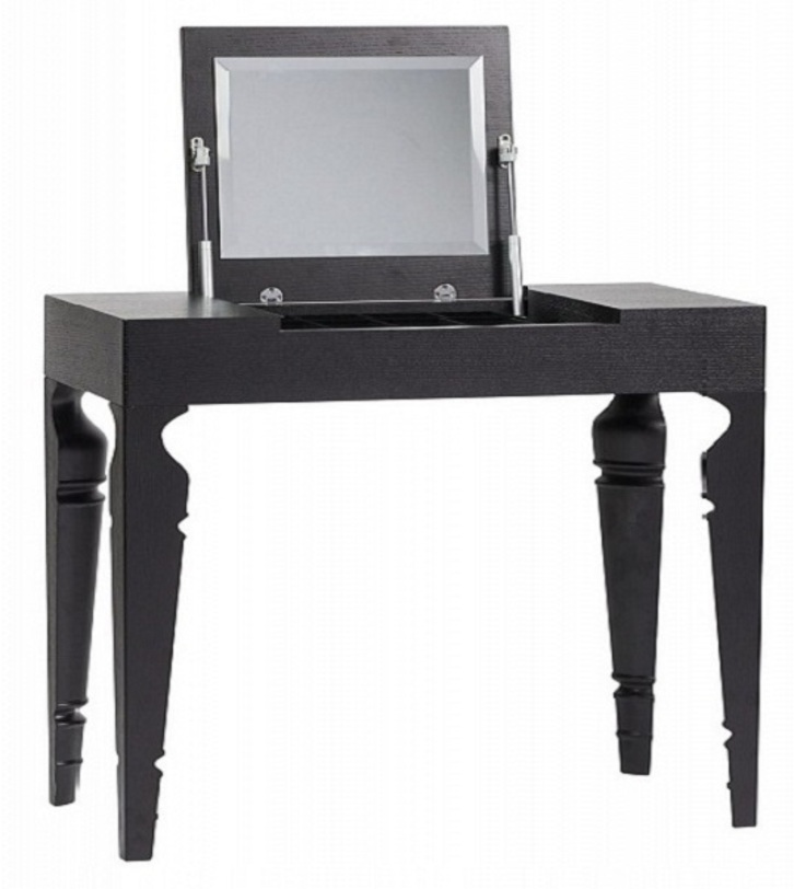Туалетный столик Julie Black TwoТуалетные столики<br>Очень функциональный предмет мебели. В закрытом виде это скорее лаконичная консоль. Но если приподнять крышку с зеркалом с внутренней стороны, под ней откроется вместительный ящик для хранения важных дамских мелочей. Каркас столика выполнен из дерева.<br><br>Material: Дерево<br>Length см: 100<br>Width см: 40<br>Height см: 75