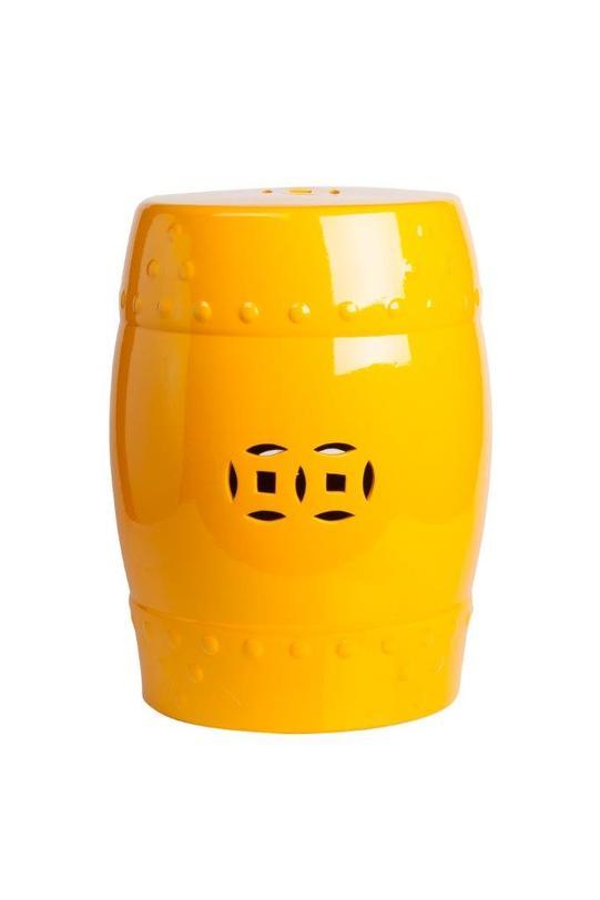 Столик-табурет Garden Stool YellowПриставные столики<br>Небольшой предмет мебели, который может использоваться разнообразно -- и в качестве прикроватной тумбы, и в качестве придиванного или журнального столика или же как табурет. Сделан из грубой керамики. Этот вариант канареечного цвета. Сочный и теплый желтый излучает жизнерадостность.<br><br>Material: Керамика<br>Length см: 33.02<br>Width см: 33.02<br>Height см: 45.72
