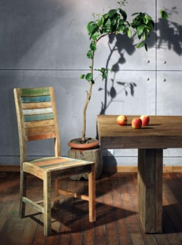 Стул ClaudiaОбеденные стулья<br>Простой стул с высокой спинкой, которая, как и сиденье, набрана из цветных, покрытых краской и состаренных, тиковых дощечек.<br><br>Material: Тик<br>Length см: 48.0<br>Width см: 45.0<br>Depth см: None<br>Height см: 105.0<br>Diameter см: None
