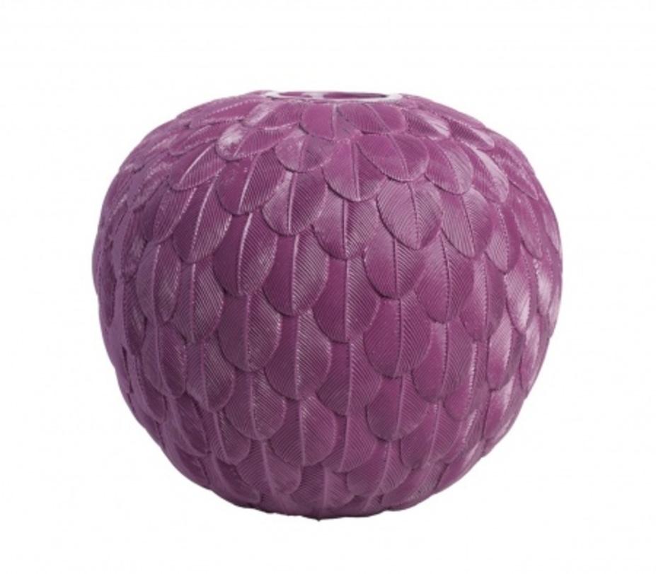 Декоративная ваза Elegant Violet IВазы<br>Особый вид и неповторимый колорит интерьера складывается из разнообразных и оригинальных предметов декора. Ваза Elegant Violet I – это превосходное украшение вашего дома, которое не оставит равнодушным ни одного ценителя уюта и роскоши. Аксессуар изготовлен из полирезины и имеет приятный фиолетовый цвет и уникальный дизайн: словно созданный из легких перьев, он символизирует нежность и изящность. Вы также можете приобрести вазу Elegant Violet II из этой же серии.<br><br>Material: Пластик<br>Length см: 48.0<br>Width см: 48.0<br>Depth см: None<br>Height см: 18.0<br>Diameter см: None