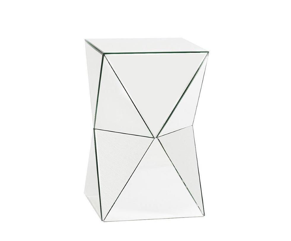 Журнальный столик VergeКофейные столики<br>Бесконечно оригинальный и ультрамодный журнальный столик Verge высотой чуть больше полуметра превосходно впишется в комнату любого размера. За счет уникальной зеркальной поверхности он поможет визуально расширить пространство помещения и отразит в себе ваш модный интерьер. Такой предмет мебели непременно привнесет в ваш дом дополнительный уют и роскошь, изысканность и шик.<br><br>Материал:МДФ, зеркальная поверхность<br><br>Material: МДФ<br>Length см: 32<br>Width см: 32<br>Height см: 52