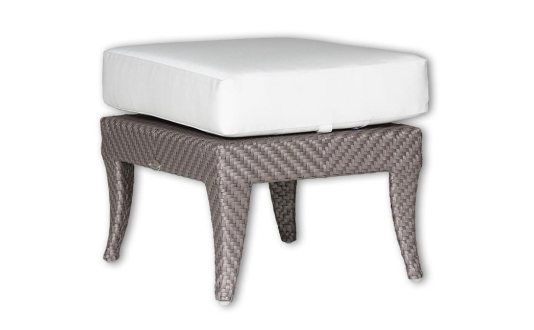 Оттоманка MADISONДиваны и оттоманки для улицы<br>Небольшой предмет мебели. Плетеная из ротанга, с гнутыми ножками оттоманка дополнена мягкой подушкой натурального цвета.<br>Оттоманка с подушкой, цвет подушки - canvas velum (бежевый)<br>Цвет плетения: shimmer viola<br><br>Material: Ротанг<br>Length см: 56.0<br>Width см: 46.0<br>Depth см: None<br>Height см: 31.0<br>Diameter см: None