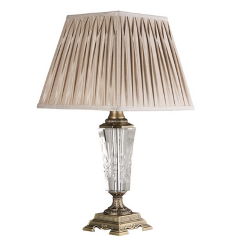 Лампа ОделияДекоративные лампы<br>Металлическое основание цвета античная бронза, текстильный абажур нейтрально-бежевого цвета, декоративные элементы из хрусталя.<br>1*60W<br>Рекомендуемая площадь освещения: 3 кв. м<br><br>Material: Текстиль<br>Length см: 36<br>Width см: 36<br>Height см: 69