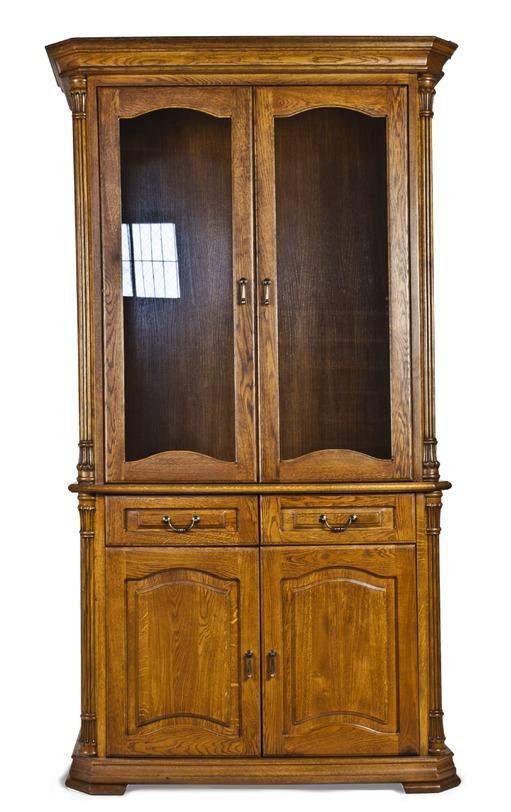 Сервант двухдверныйПосудные шкафы<br>Безупречная вещь ручной работы – от современных английских мастеров. Ничуть не уступает антикварным экземплярам. Качество и отбор материалов – на самом высоком уровне.<br><br>Материал: массив дуба, двери - стекло<br>Цвет: золотистый мед<br><br>Material: Дуб<br>Width см: 115<br>Depth см: 47<br>Height см: 198