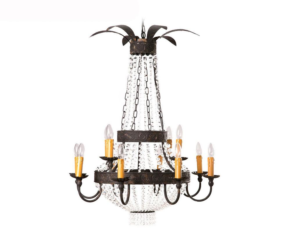 ЛюстраЛюстры подвесные<br>Два обруча в основании этой люстры украшены чеканкой и соединены между собой длинными стеклянными гирляндами. На нижнем, крупном, обруче закреплены 12 металлических рожков под лампы-свечи. Светильник рассчитан на лампочки с цоколем Е14.<br><br>Material: Металл<br>Length см: 85<br>Width см: 85<br>Height см: 40