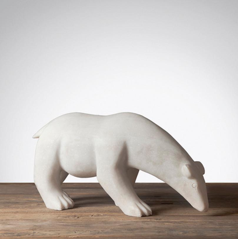 Статуэтка Белый МедведьСтатуэтки<br>Статуэтка «Белый медведь» порадует не только вас, но и ваших детей. Универсальный элемент декора из традиционной керамики станет хранителем семейных традиций и ценностей.<br><br>Material: Камень<br>Length см: 55<br>Width см: 18<br>Height см: 26