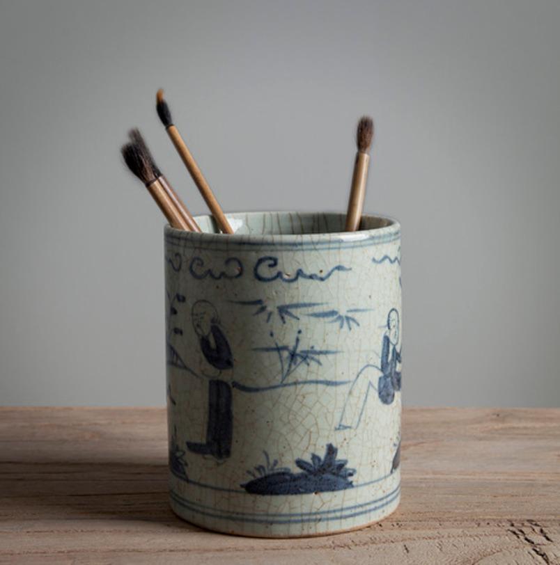 Декоративный стаканЕмкости для хранения<br>Декоративный стакан в винтажном стиле из керамики. Сосуд выполнен в серо-голубом цвете с нанесением изображений в стиле японской живописи.<br><br>Material: Керамика<br>Height см: 12.0<br>Diameter см: 6.0